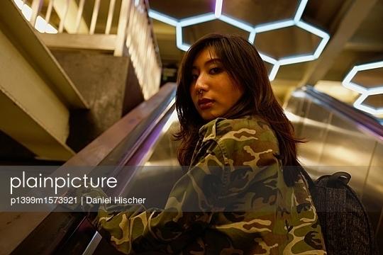 Auf der Rolltreppe - p1399m1573921 von Daniel Hischer