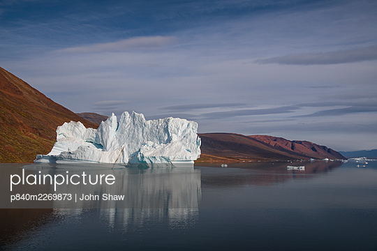 Iceberg in Rode Fjord (Red Fjord), Scoresby Sund, Greenland, August. - p840m2269873 by John Shaw