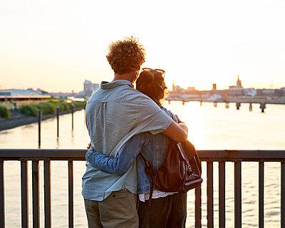 Aussicht auf Hamburg im Sonnenuntergang - p1124m1150161 von Willing-Holtz