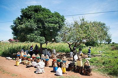 Africa, Uganda, Vegetable sale - p1167m2283484 by Maria Schiffer