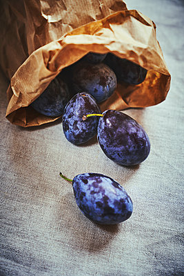 Plums in paperbag - p968m2020205 by roberto pastrovicchio