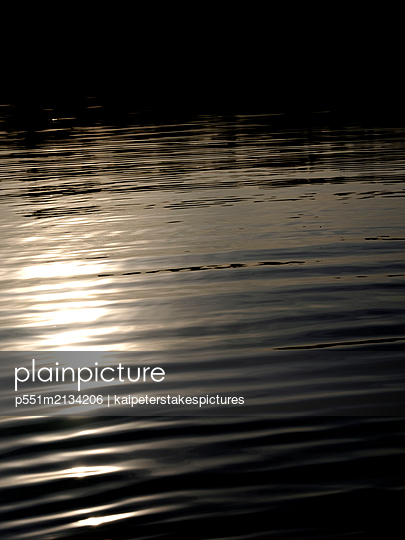 Ruhe am See - p551m2134206 von Kai Peters