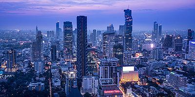 Silom and Sathorn skyline, Bangkok, Thailand - p651m2033164 by Jon Arnold