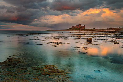 Bamburgh Castle and beach, Northumberland, England, United Kingdom, Europe - p871m1174622 by Garry Ridsdale