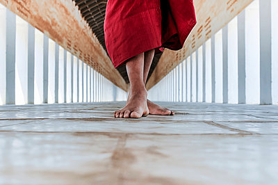 Bare feet of a buddhist monk in the corridor of the temple; Bagan, Myanmar - p442m1086766 by Elena Roman Durante