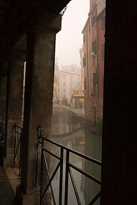 Säulengang in Venedig - p3300149 von Harald Braun