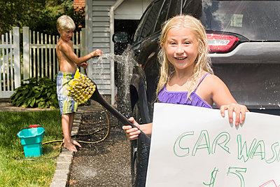 Caucasian children having car wash in driveway - p555m1421675 by JGI/Jamie Grill
