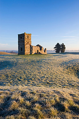 The ruins of Knowlton Church on a frosty winter morning - p8714108 by Adam Burton