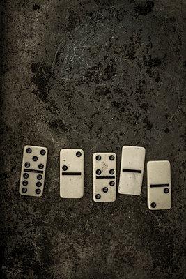 Five domines - p1228m1123013 by Benjamin Harte