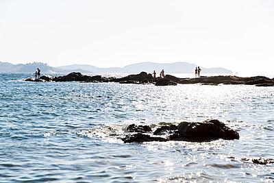 Menschen an der Küste - p756m2021972 von Bénédicte Lassalle
