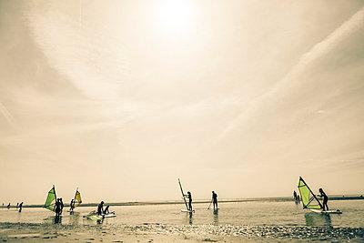 Surfers - p893m702732 by Thomas Ebert
