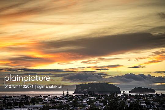 Sunset over Coromandel peninsula  - p1275m1132071 by cgimanufaktur