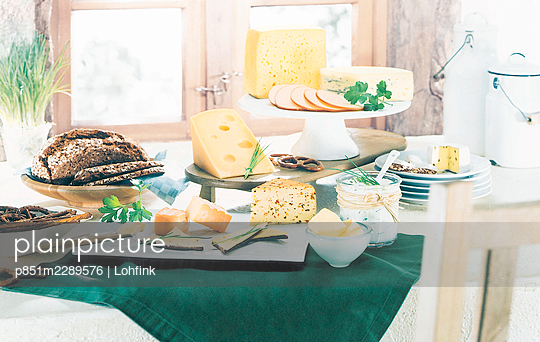 Buffet with a variety of dairy products - p851m2289576 by Lohfink