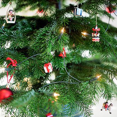 Geschmückter Tannenbaum - p4470217 von Anja Lubitz