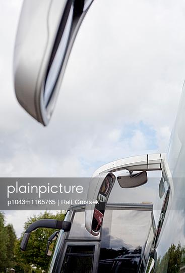 Reisebus - p1043m1165765 von Ralf Grossek