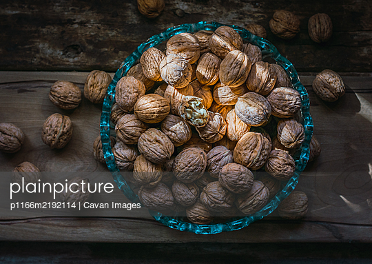 walnuts in a glass bowl - p1166m2192114 by Cavan Images