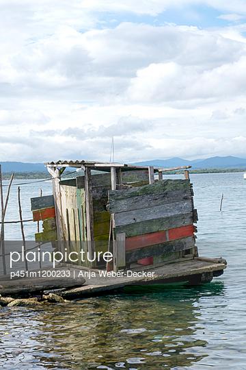 Toilettenhaus auf San Blas Inseln - p451m1200233 von Anja Weber-Decker