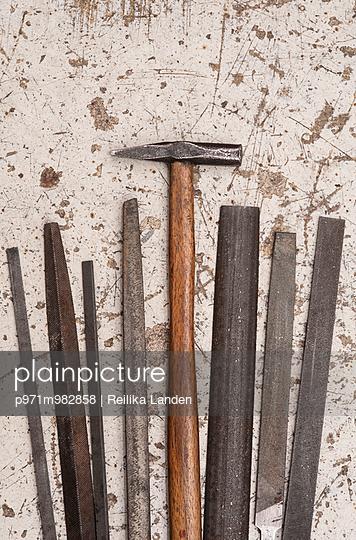 Hammer und Feilen - p971m982858 von Reilika Landen