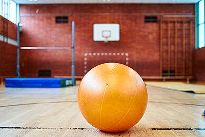 Gymnastikball - p430m2065787 von R. Schönebaum