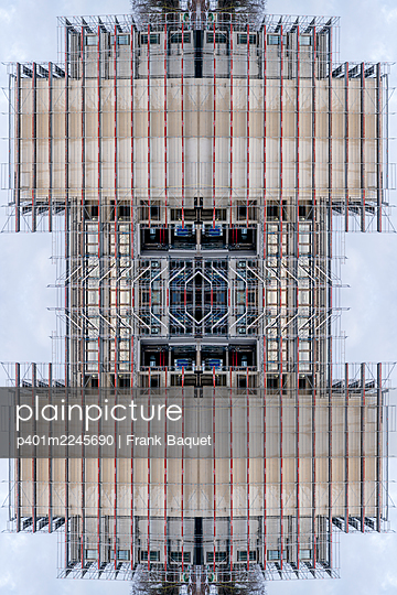 Abstract architecture kaleidoscope of a building shell - p401m2245690 by Frank Baquet