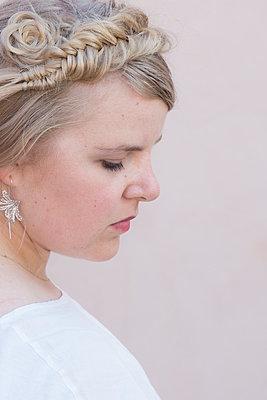 Profile Portrait of a young woman - p1323m1525202 von Sarah Toure