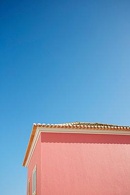 Rosarotes Haus in Portugal - p464m2052782 von Elektrons 08