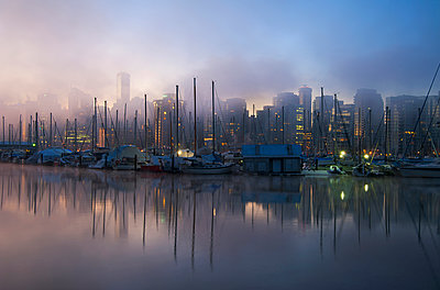 Fog over city and harbor, Vancouver, British Columbia, Canada - p555m1453763 by Spaces Images