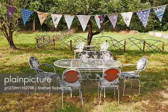 Tisch im Freien - p1272m1162706 von Steffen Scheyhing