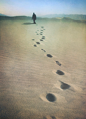 Footsteps in the desert - p984m918690 by Mark Owen