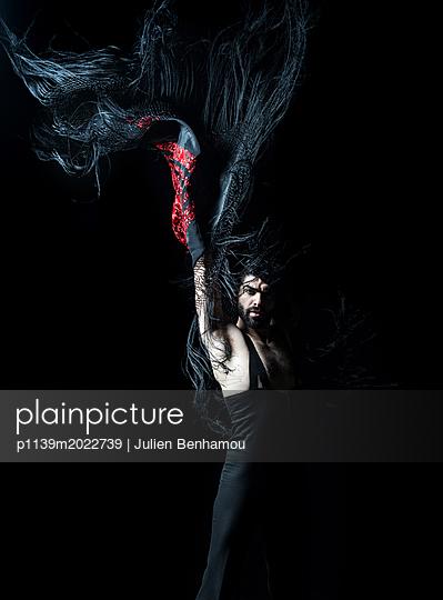 Dancer - p1139m2022739 by Julien Benhamou
