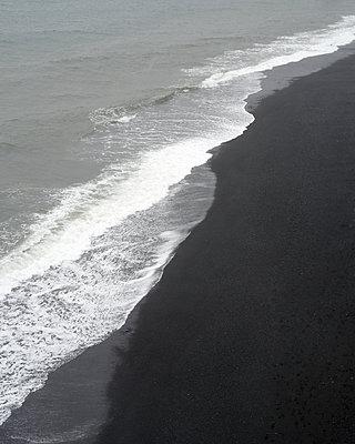 Schwarzer Strand bei Vik y Myrdal - p1124m1060269 von Willing-Holtz