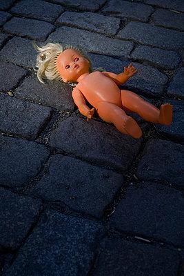 Puppe auf Kopfstein - p3300179 von Harald Braun
