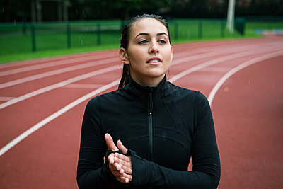 Young woman on the running track - p1520m2081883 by Michael Leckie