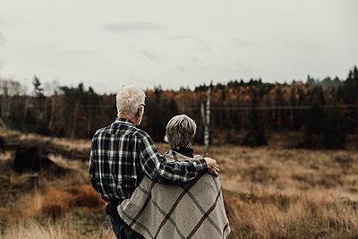 Senior couple looking away - p312m2191028 by Jennifer Nilsson