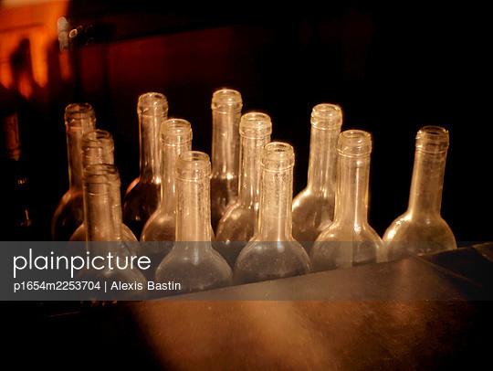 Inside a parisian bar - p1654m2253704 by Alexis Bastin