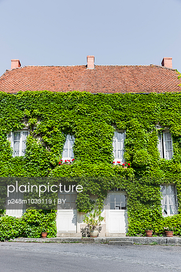 House, France - p248m1039119 by BY