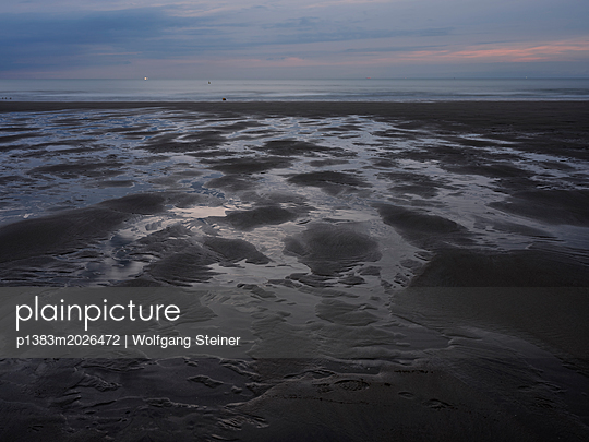 Strand am Abend - p1383m2026472 von Wolfgang Steiner