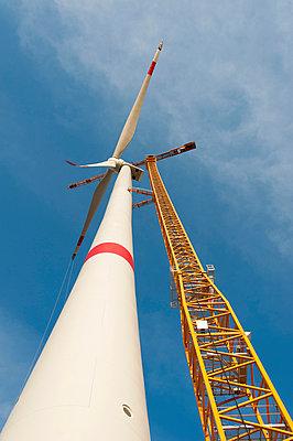 Aufbau eines Windrades - p1079m885261 von Ulrich Mertens