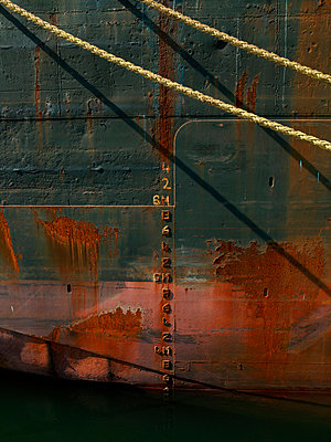 Mooring rope and water marks on barge - p42916993 by Charlie Fawell