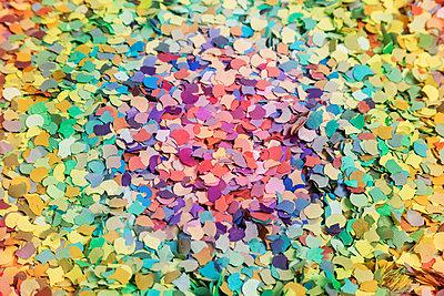 Colourful confetti - p943m1333083 by Do-It-Studios