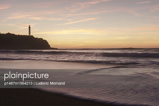 Biarritz lighthouse at sunset - p1487m1564213 by Ludovic Mornand