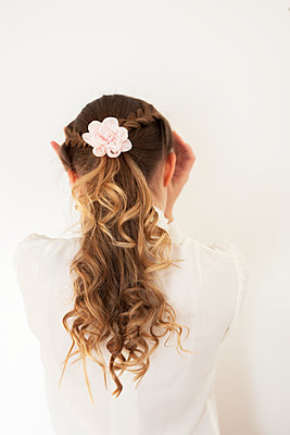 Rear view of girl with braided hair - p312m1471650 by Christina Strehlow
