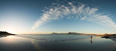 Surfer - p1142m966113 by Runar Lind