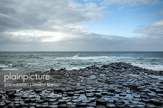 Basaltsäulen am Giant's Causeway - p741m892061 von Christof Mattes