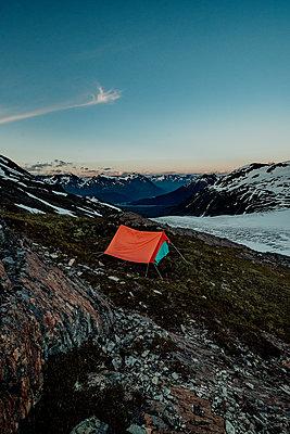 Alaska, Camping beside a glacier - p1455m2204783 by Ingmar Wein