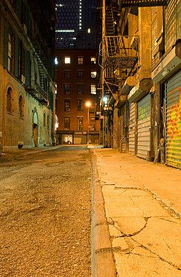 Nächtliche Straße in Chinatown - p5690210 von Jeff Spielman