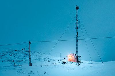 Wooden hut in polar night, Kvaloya, Tromso, rway - p300m2199643 by Valentin Weinhäupl