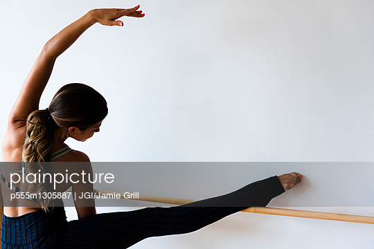 Mixed race dancer practicing in studio - p555m1305887 by JGI/Jamie Grill