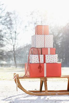 Geschenke-Lieferung - p464m1005461 von Elektrons 08