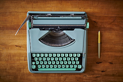 Typewriter in mint colours on tabletop - p1312m2151294 by Axel Killian